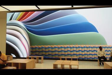 Apple Dubai Mall of Emirates 1